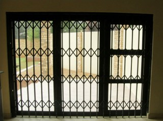 sliding-security-gate-closed-02-91c5c7b23b