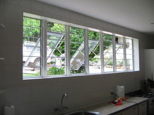 ALUMINIUM-WINDOW-WITH-STEEL-B-BARS