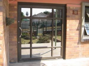 PIVOT-DOOR-WITH-S10-GLASS